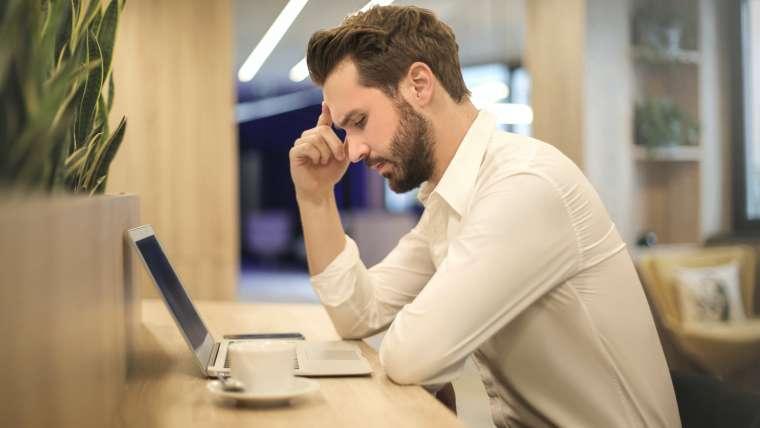 Comment avoir une bonne posture lorsqu'on travaille au bureau